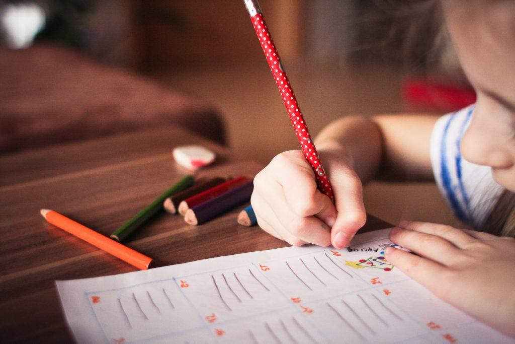 Meisje tekent